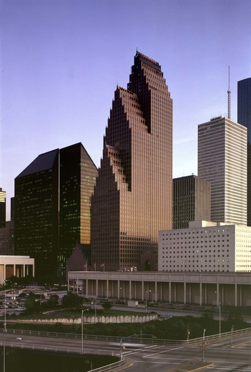 Alex arranged a 13,783-sq.-ft. office sublease for Core Midstream at the Bank of America Center at 700 Louisiana.
